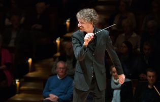 Raphael Haeger conducting - picture 5 - Monika Rittershaus