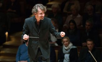 Raphael Haeger conducting - picture 3 - Monika Rittershaus