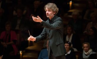 Raphael Haeger conducting - picture 7 - Monika Rittershaus